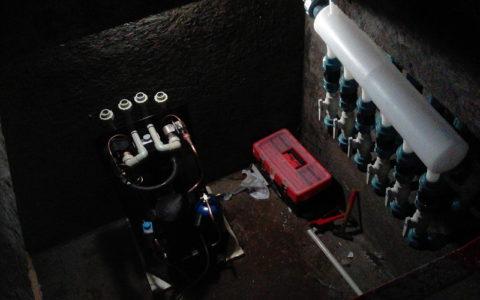Монтаж теплового насоса в приямке для отопления бассейна